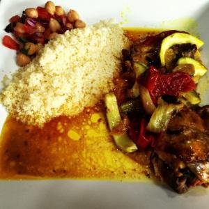 Frango com limao siciliano cozinhado no tagine.