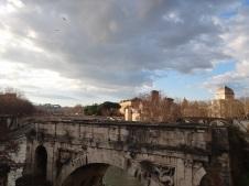 Ponte do rio Trevi - indo para Trastevere